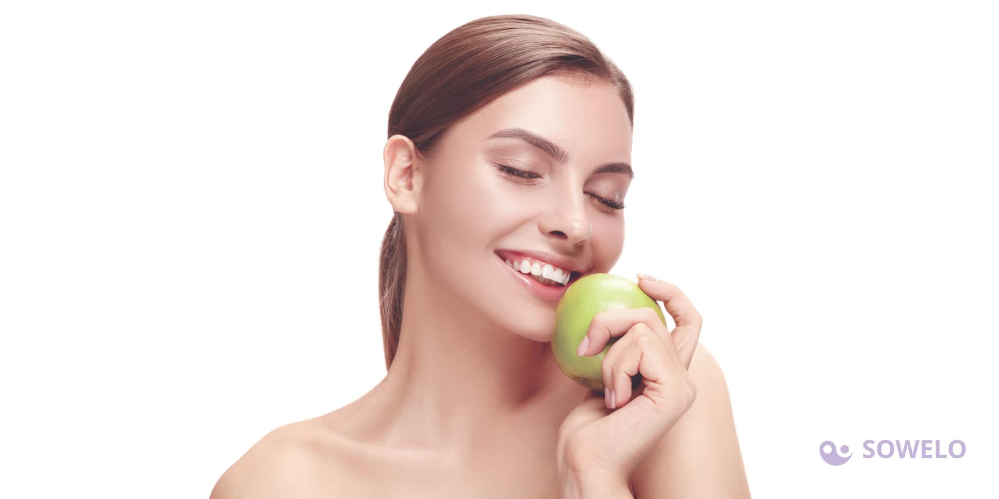 Zobne luske oziroma veneerji dosegajo sam vrh na področju zobne estetike. Prednosti zobnih lusk so v tem, da so močne in trpežne, so gladke, njihova prosojna površina pa daje občutek naravnega videza, poleg vsega tega pa so odporne tudi na madeže.